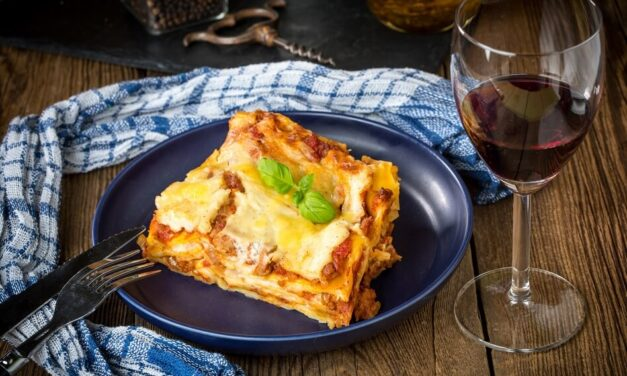 Dining Like in Italy: How to Pair Lasagna and Wine