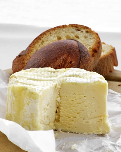 Brillant Savarin Cheese with Bread